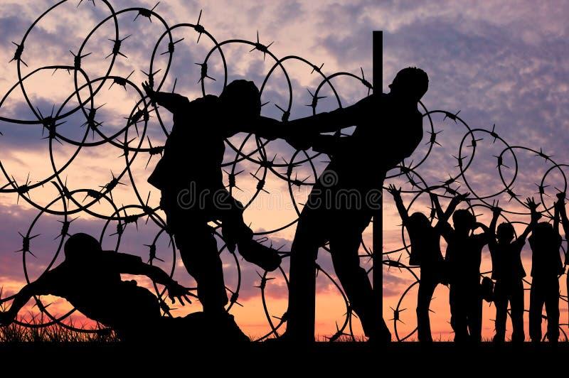 Siluetta dei rifugiati e del filo spinato immagine stock libera da diritti
