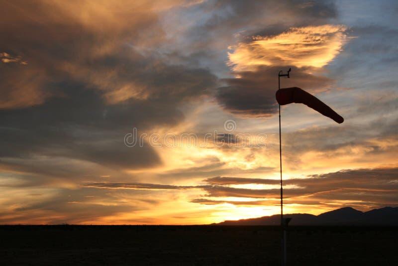 Siluetta del calzino di vento fotografia stock libera da diritti