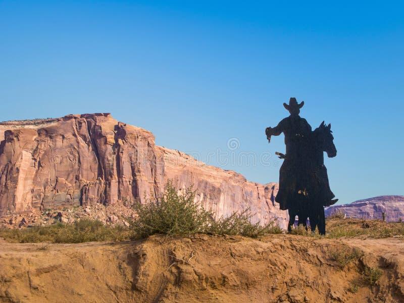 Siluetta del cowboy a John Fords Point in valle del monumento fotografia stock