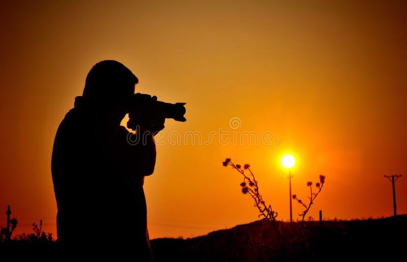 Siluetta del fotografo di hobby fotografia stock libera da diritti