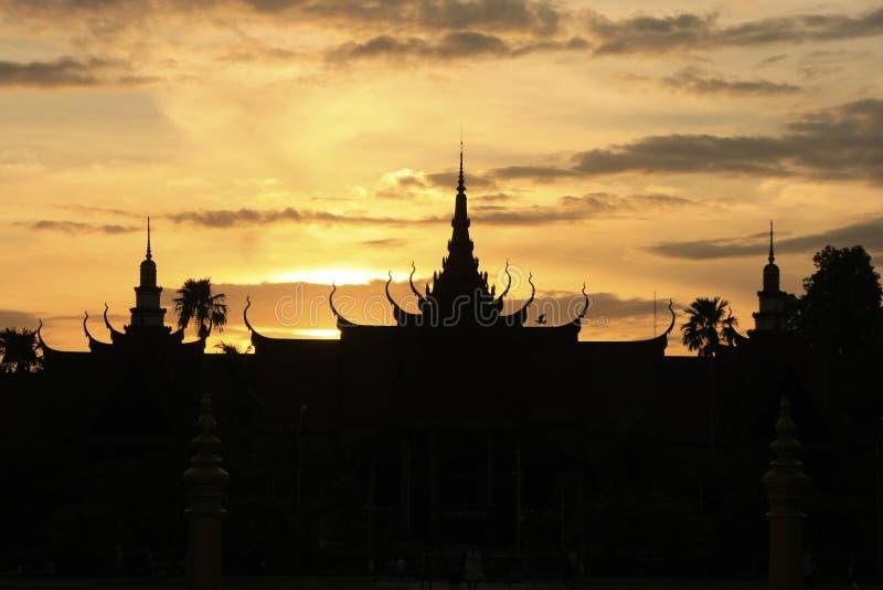 Siluetta del museo nazionale della Cambogia al tramonto, Phnom Penh fotografia stock libera da diritti