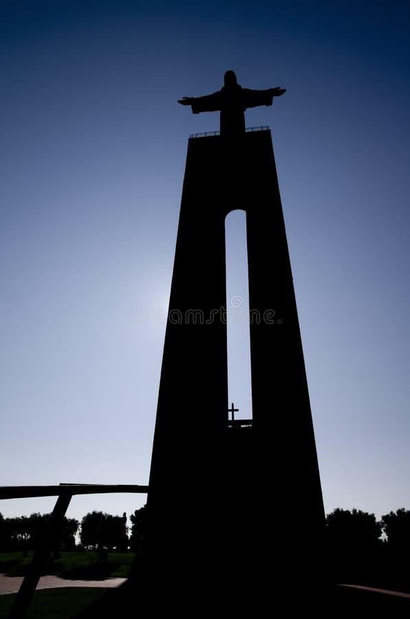 Siluetta del Santuario nazionale di Cristo Re ad Almada fotografie stock libere da diritti