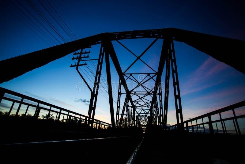 Siluetta del viadotto immagini stock libere da diritti