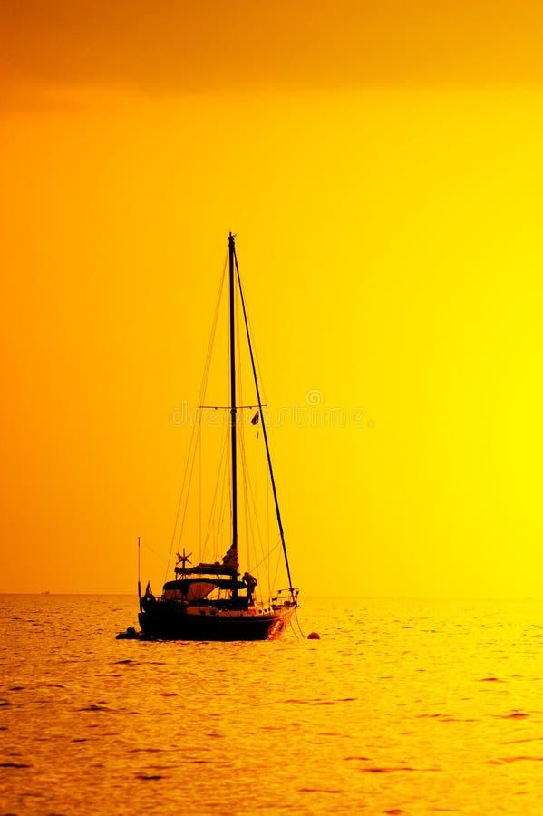 Siluetta dell'yacht fotografia stock