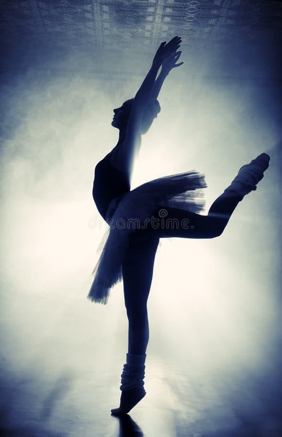 Siluetta della ballerina immagine stock