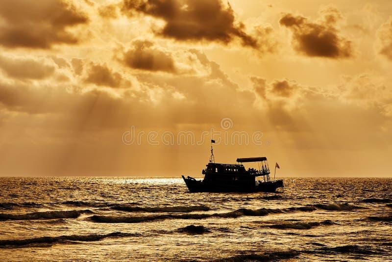 Siluetta della barca immagine stock libera da diritti