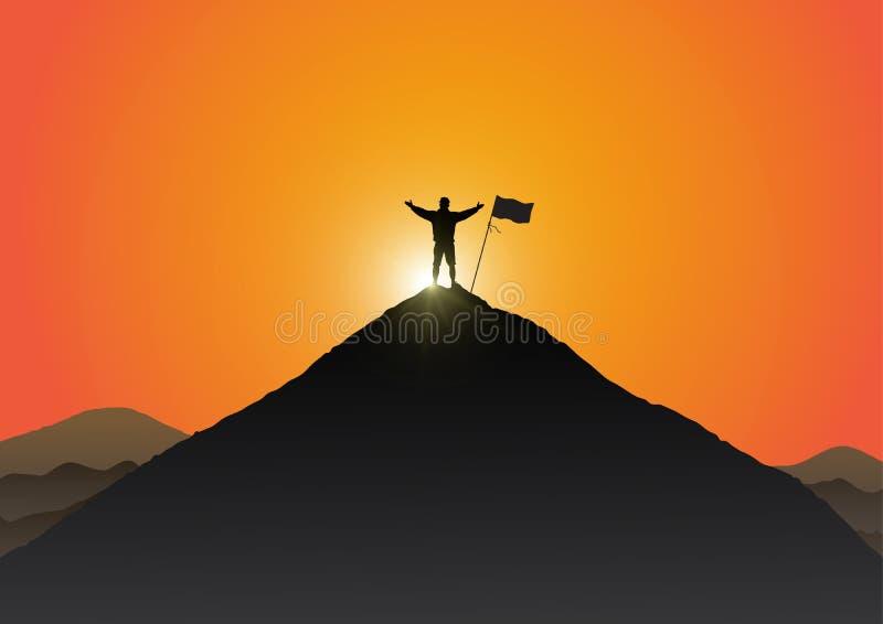 Siluetta della condizione del giovane sul picco della montagna con le mani su con la bandiera sul fondo dorato di alba illustrazione vettoriale