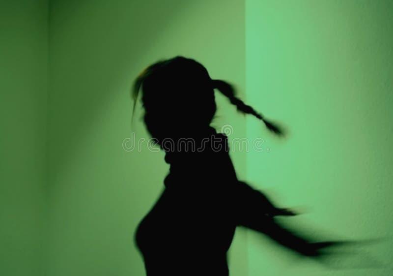Siluetta della ragazza di Dancing fotografie stock