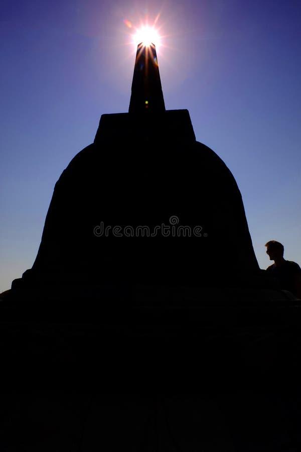 Siluetta dello stupa del tempio del borobudur fotografia stock libera da diritti