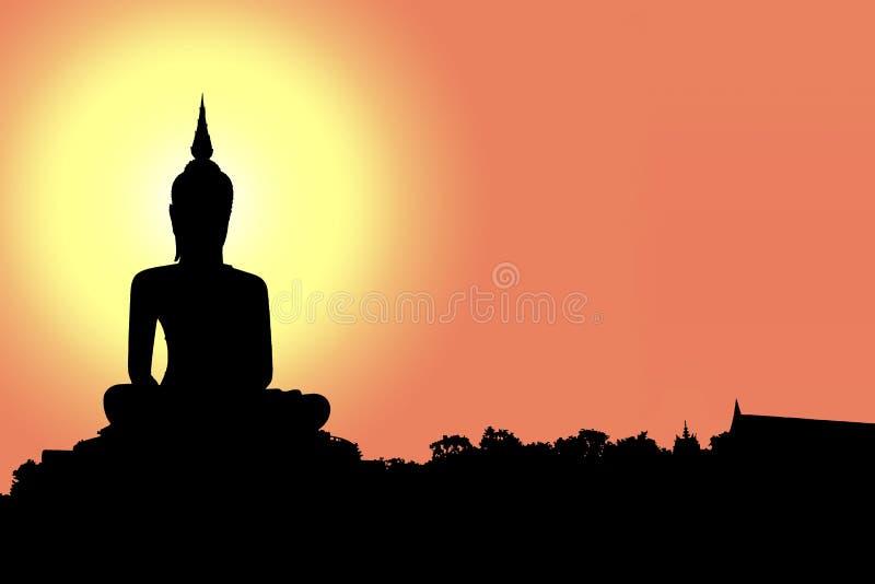Siluetta di Buddha con il sole che splende da dietro fotografia stock libera da diritti