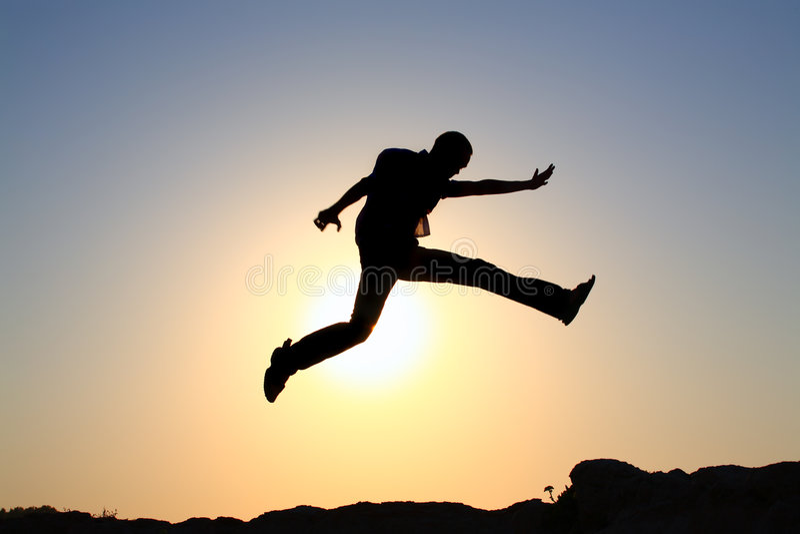 siluetta di salto di gioia immagini stock libere da diritti