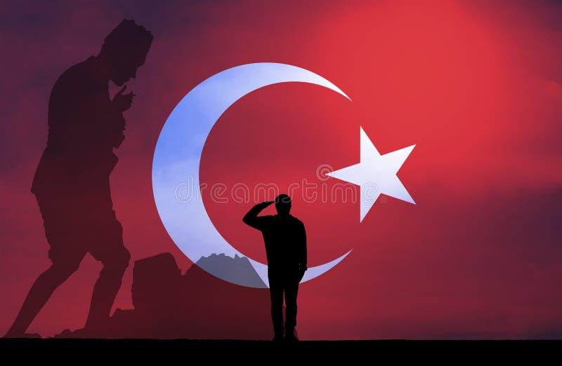 Siluetta di un uomo che saluta contro la bandiera turca fotografia stock