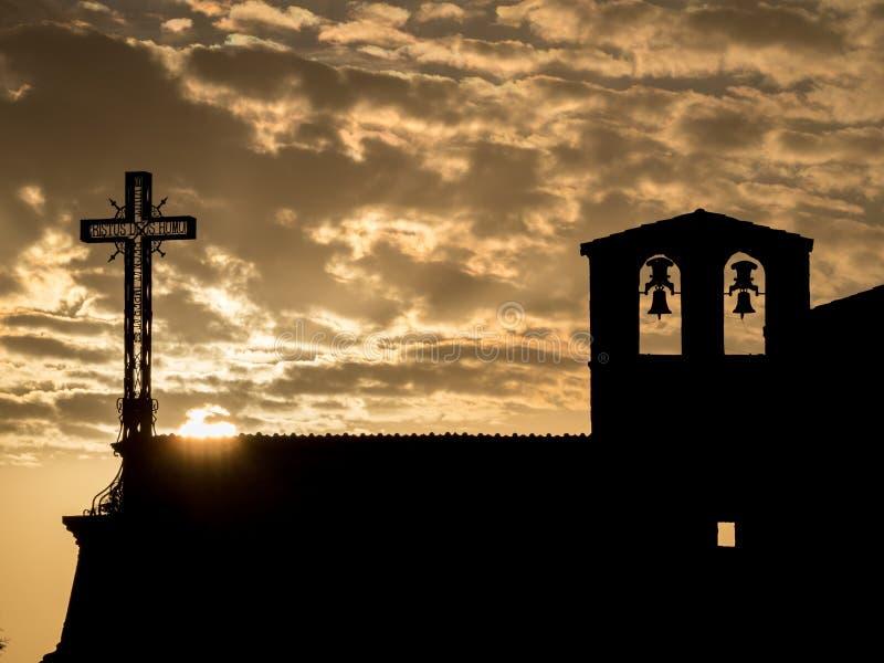 Siluetta di una chiesa al tramonto nel ³ n di Hoces del DuratÃ, in Spagna fotografia stock libera da diritti