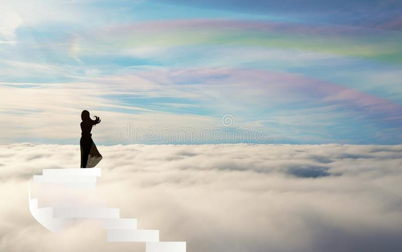 Siluetta sulle scale sopra il cielo dell'arcobaleno delle nuvole straiway a cielo illustrazione di stock