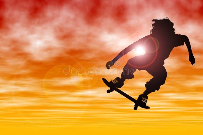 Siluetta teenager del ragazzo con il pattino che salta al tramonto
