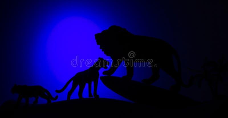 Siluette degli animali su fondo immagine stock libera da diritti