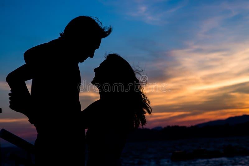 Siluette delle coppie Amore fotografia stock libera da diritti