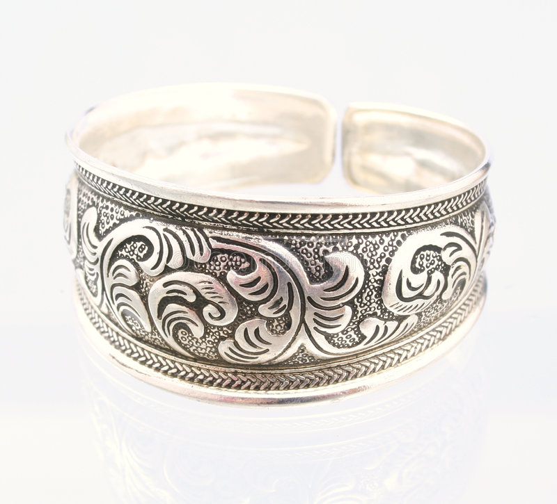 Free Silver Bangle Royalty Free Stock Images - 5029079