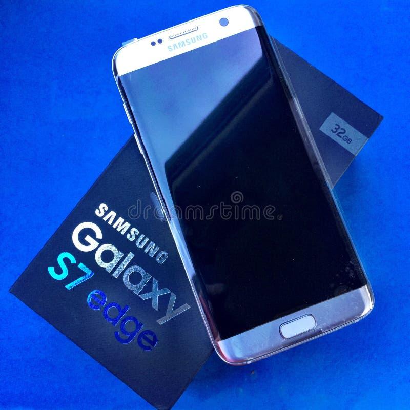 Silver för KANT för Samsung galax S7 royaltyfria bilder