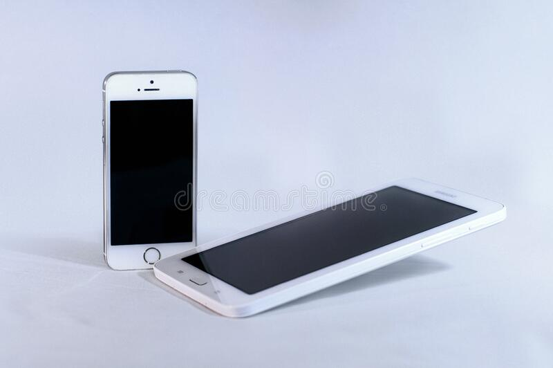 Silver Iphone 5s And White Samsung Android Smartphone Free Public Domain Cc0 Image