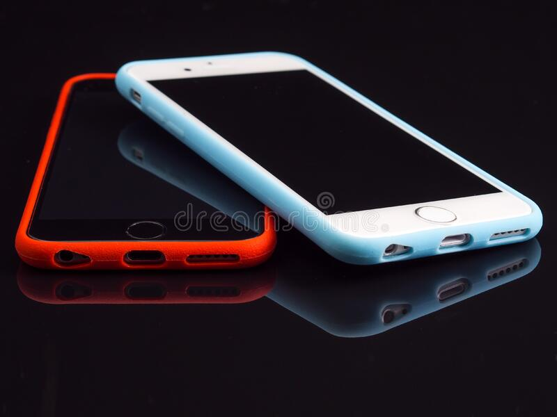 Silver Iphone 6 Beside a Space Gray Iphone 6 royalty free stock images