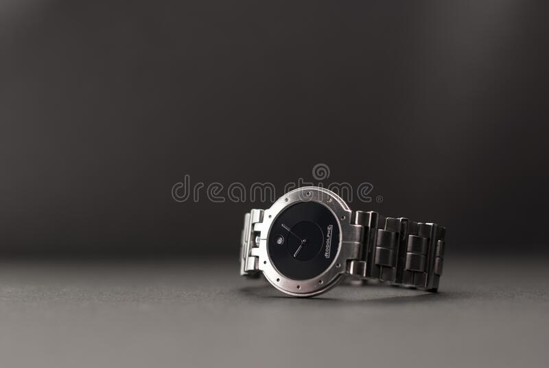 Silver Link Round Black Analog Watch royalty free stock images