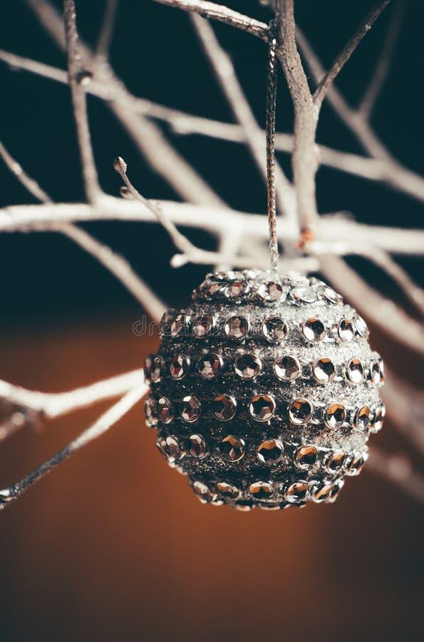 SilverCristmas boll royaltyfria bilder