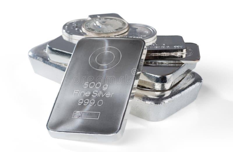 Silverguldtacka Ensemble och minted st?nger och mynt som isoleras p? vit bakgrund royaltyfria foton