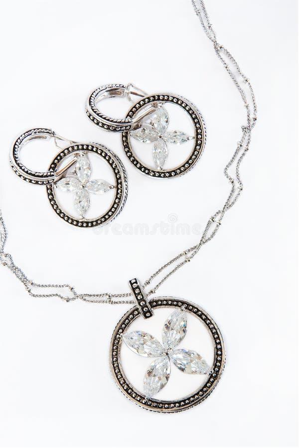 Silverhalsband och earings royaltyfri fotografi