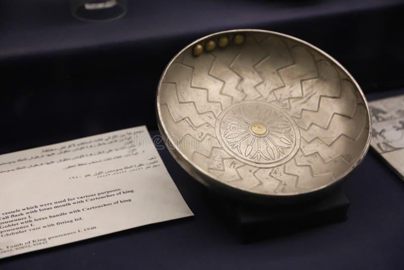 Silverkrukan - göra till kung den Tutankhamen skatten, egyptiskt museum royaltyfri foto