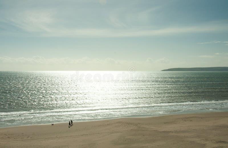 Silversolnedgång på den Preston stranden i sommartiden royaltyfri fotografi