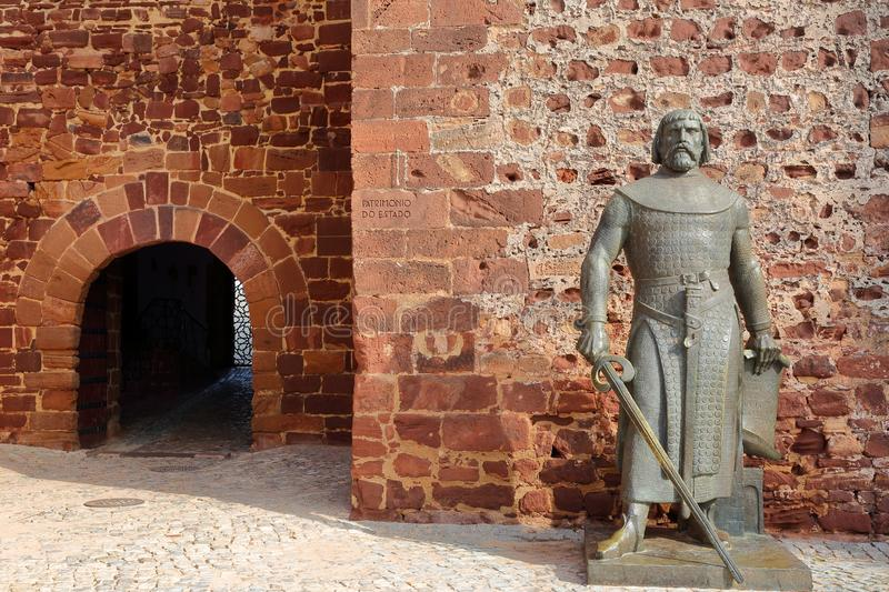 The statue of King Sancho 1st at the entrance to the medieval castle of Silves. SILVES, PORTUGAL - NOVEMBER 16, 2018: The statue of King Sancho 1st at the stock image