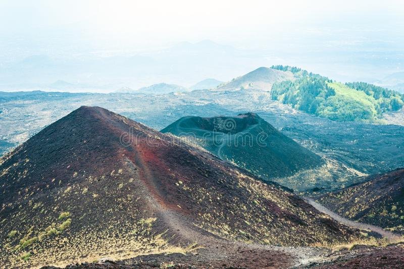 Silvestri krater av Mount Etna, aktiv vulkan på ostkusten av Sicilien, Italien arkivfoton