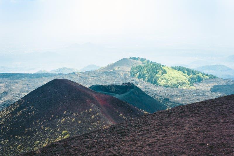 Silvestri krater av Mount Etna, aktiv vulkan på ostkusten av Sicilien, Italien fotografering för bildbyråer