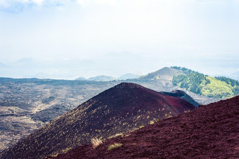 Silvestri krater av Mount Etna, aktiv vulkan på ostkusten av Sicilien, Italien arkivbild