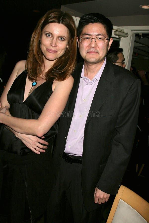 Silvia Suvadova y Greg Hatanaka en la premier de Los Ángeles del ?miedo de Bob?. Teatros de la puesta del sol 5 de Laemmle, Los Án fotos de archivo