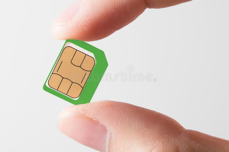 Sim karta W ręce odizolowywającej na białym tle zdjęcia royalty free