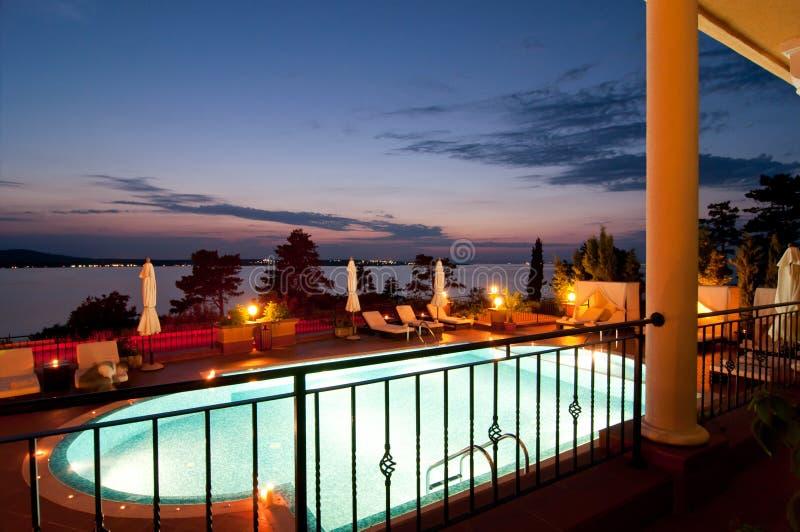 Download Simbassäng Av Det Lyxiga Hotellet Arkivfoto - Bild av relax, stol: 27281200