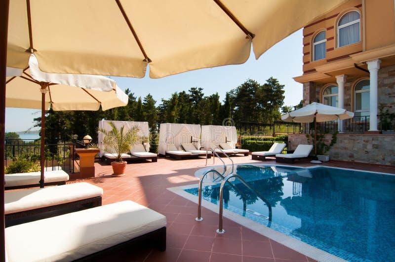 Download Simbassäng Av Det Lyxiga Hotellet Fotografering för Bildbyråer - Bild av dyrt, värme: 27281209