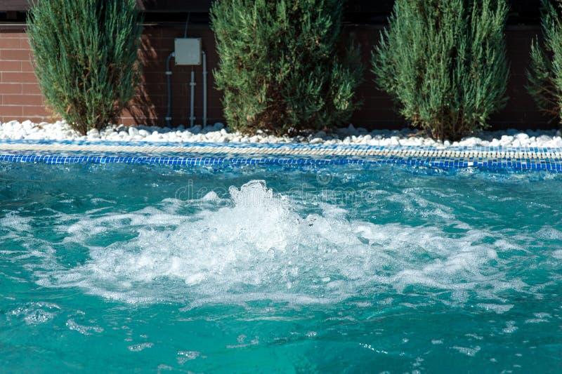 Simbassäng med rent vatten för turkos fotografering för bildbyråer