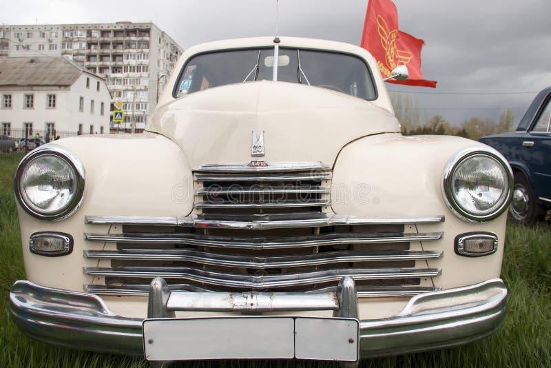 Simbol sovjetiska retro bilar royaltyfria foton