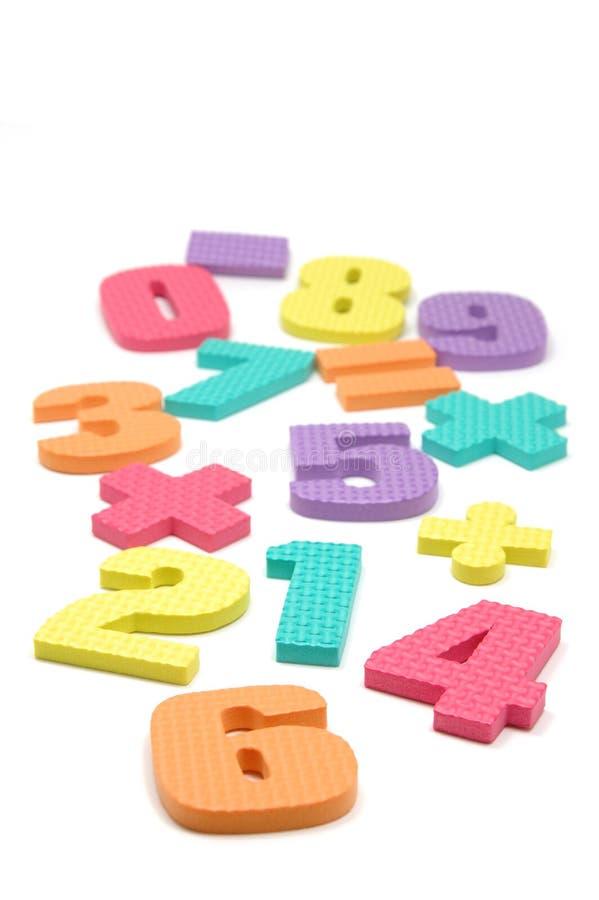 Simboli di numeri e di per la matematica della gomma piuma fotografia stock