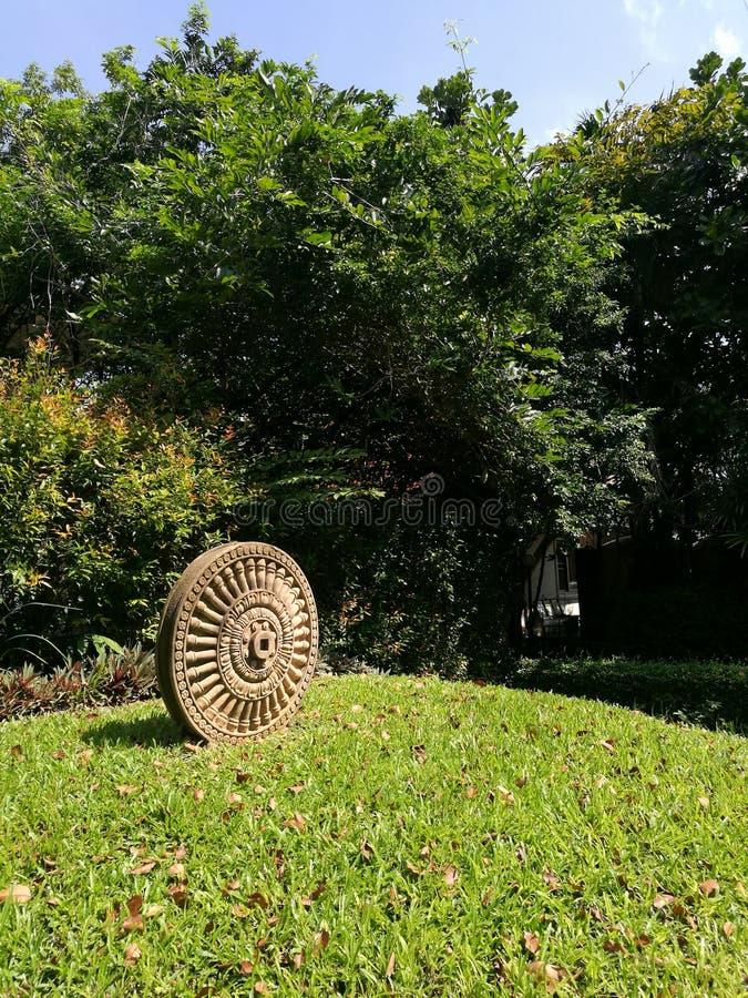 Simbolo buddista della ruota di Dharmajak fotografia stock libera da diritti