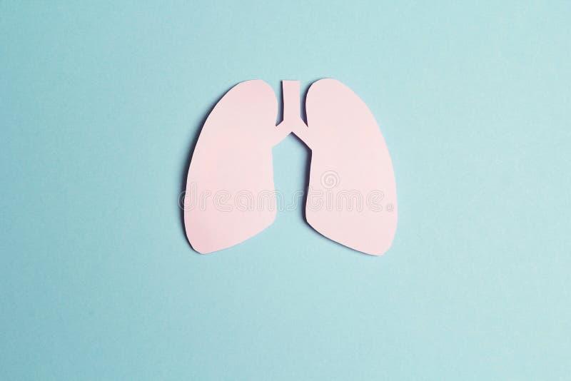 Simbolo dei polmoni su fondo blu Giorno di tubercolosi di mondo fotografie stock libere da diritti