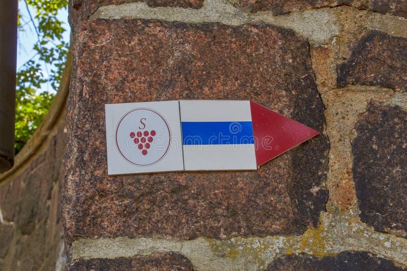 Simbolo della traccia del vino di Saxon immagine stock libera da diritti