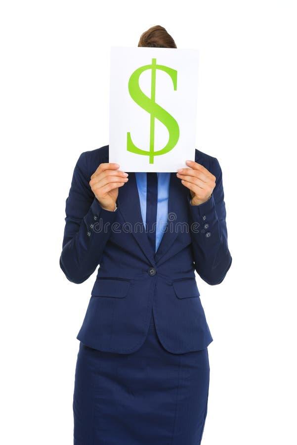Simbolo di dollaro della tenuta della donna di affari davanti al fronte fotografia stock libera da diritti