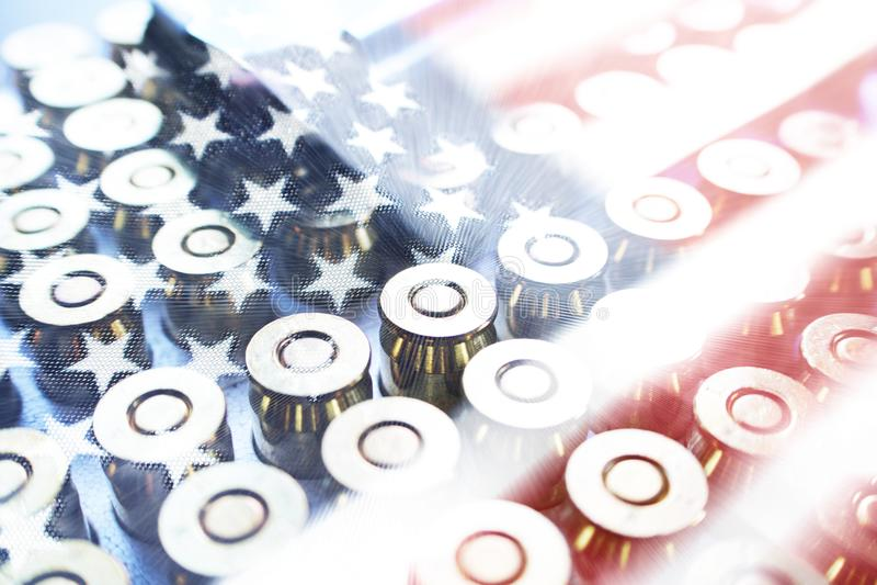 Simbolo di giorno del ` s del veterano con le pallottole & la bandiera americana fotografia stock