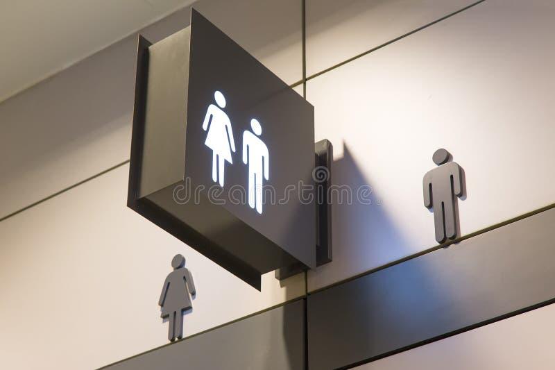 Simbolo di una toilette pubblica fotografia stock libera da diritti