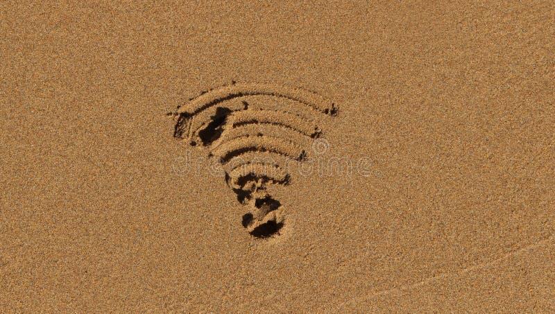 Simbolo di Wi-Fi in sabbia fotografia stock