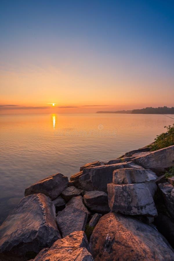 Simcoe湖看法在日出期间的 图库摄影
